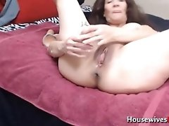 Fuck my squirting juicy old pussy!