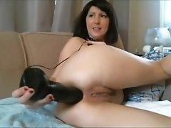 Diana webcam milf shoves a huge black dildo in her ass on camsyz(dot)com