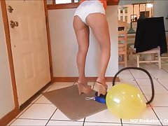 Sofia pops balloons scoria the air erotic mules