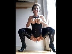 Mature cougar is wanking and peeing