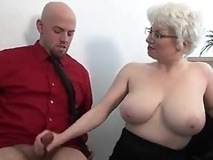 Office mumsy gives harsh handjob