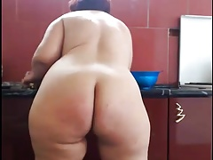 BBW WOMAN LIKES TO SHOW OFF