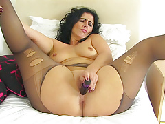 Spanish milf Montse Swinger fucks nyloned cunt in dildo