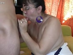 Mature aunty chica banged by her boy