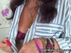 Brit gilf Zadi fake penises her 65-year-old fanny