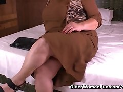 Latina BBW milf Carmen has a nylon fetish