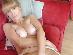 Spectacular mature mommy with supah assets