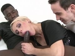 Mature wifey pulverizes with a ebony stud to pulverize her xxx with his ebony stud meat