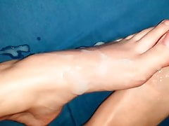 Nutting on mom's congenital toes