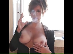 NICE MATURE SMOKING BIG TITS