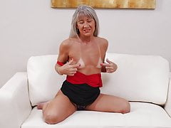 Greedy mature mummy wants your manmeat
