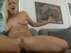 Huge-boobed ir Housewive buttboink boink in sofa with her big black cock