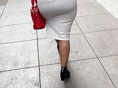 Massive donk GILF in cock-squeezing sundress