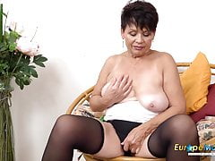 EuropeMaturE warm gal Solo Striptease and wanking