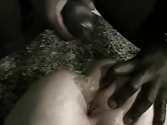 OLDER WHITE MOM EJOYS BEING FUCKED IN THE ASS