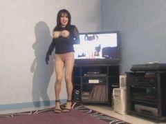 Milf aux gros seins qui ballottent en dansant