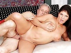 Mature Carolyn nub Takes a humungous man meat